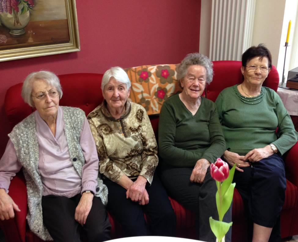 Seniorinnen auf dem Sofa